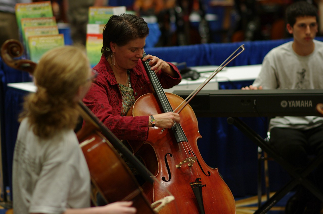 Improvising String Quartets in the Exhibit hall