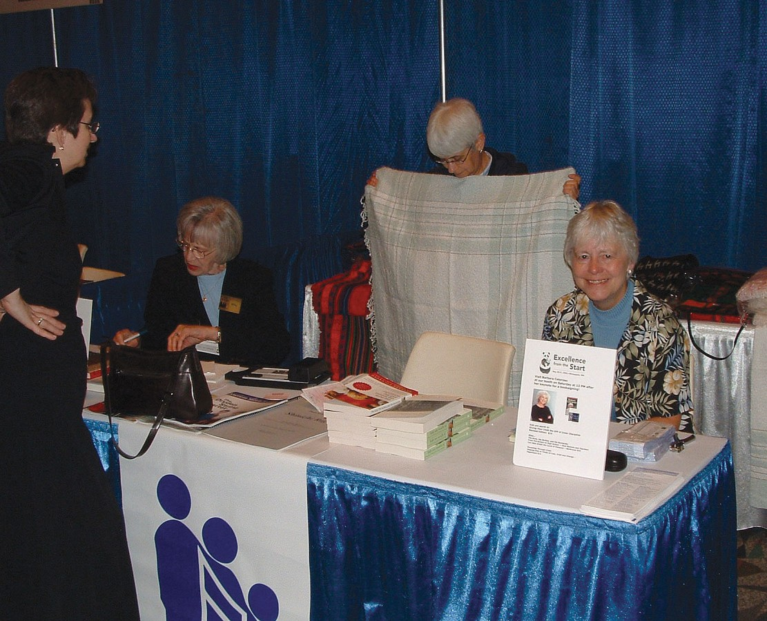 Anita Hamilton, SAA staff member, and others at the 2004 SAA Conference