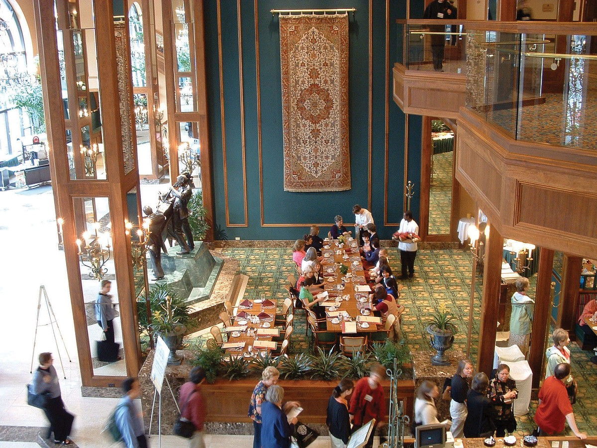 Conference attendees enjoying lunch at the Hilton during the 2004 SAA Conference