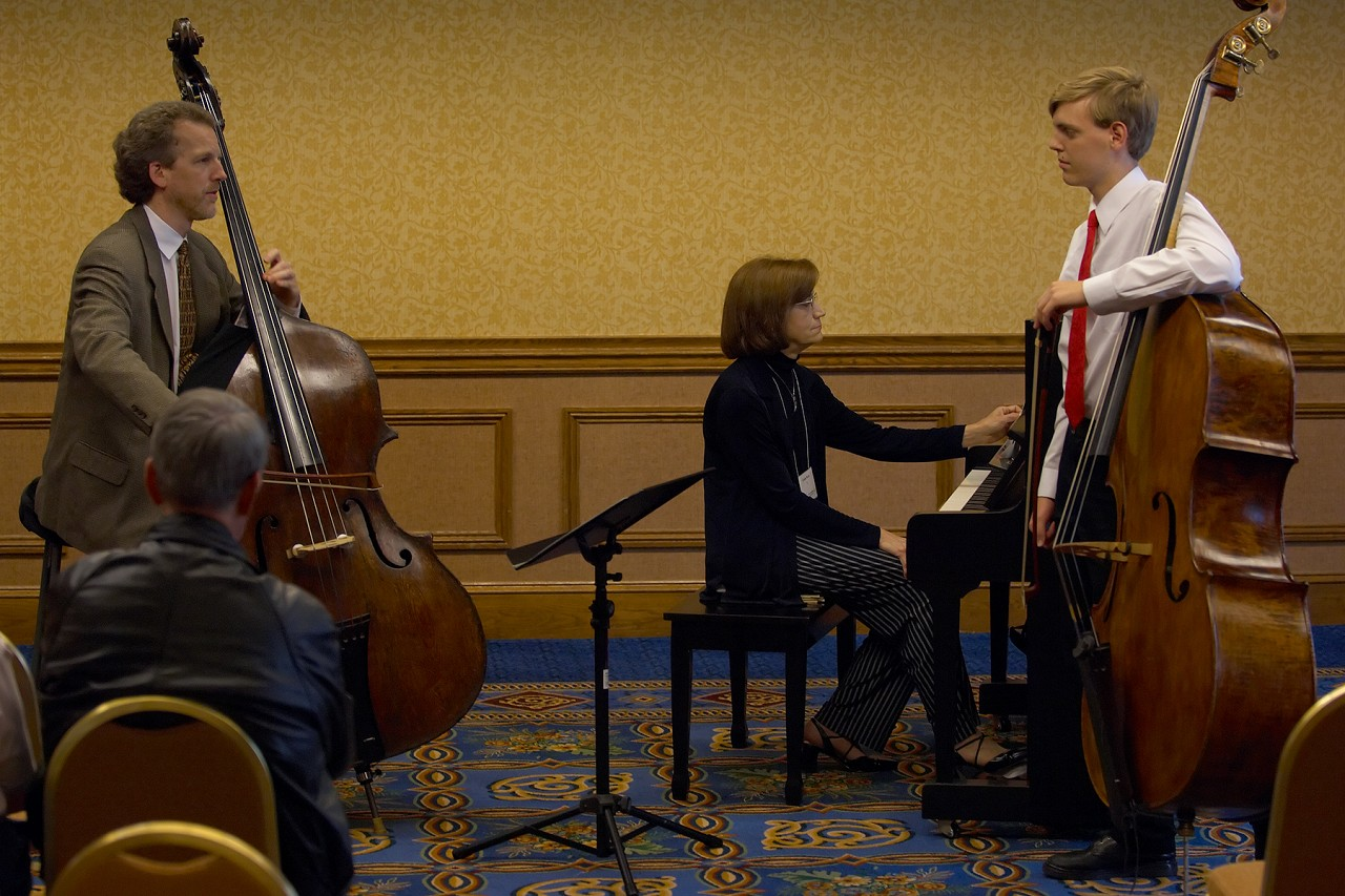 Peter Lloyd gives a bass masterclass for Alexander Willey at the 2006 SAA Conference