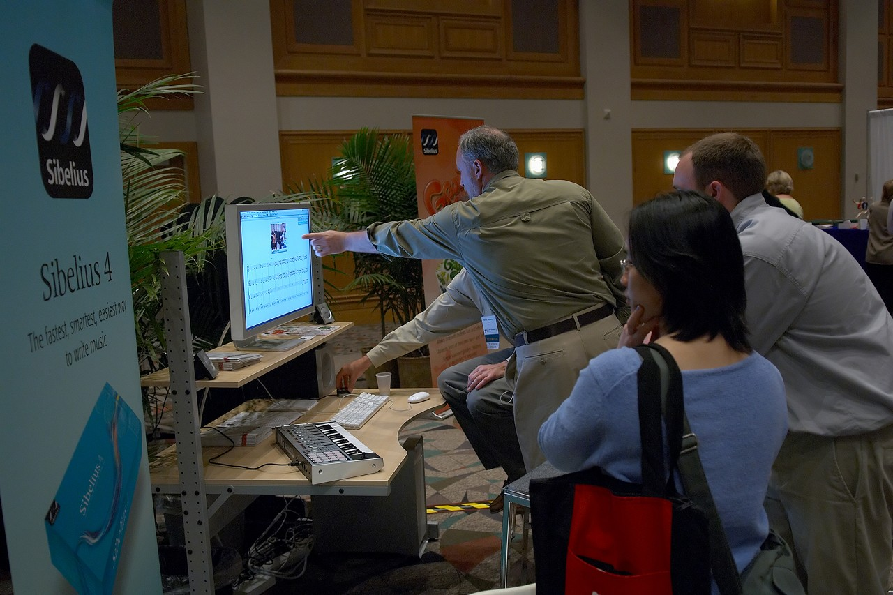 Sibelius 4 demo at the 2006 SAA Conference exhibits