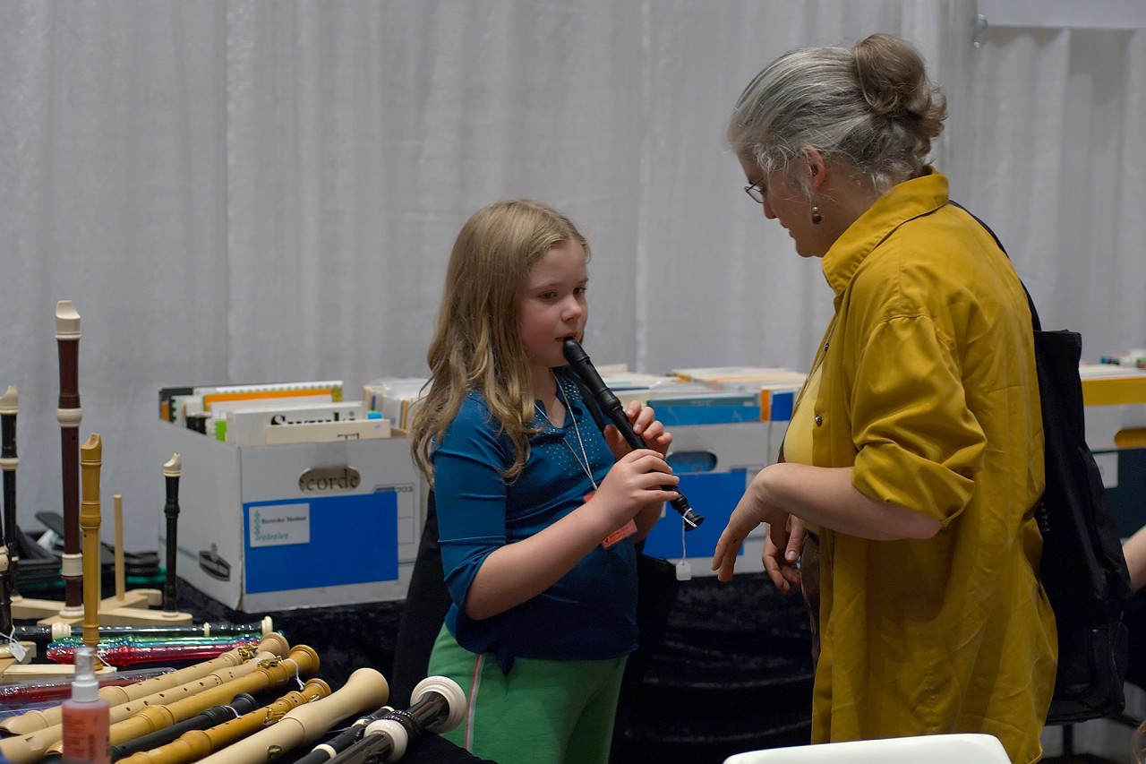 Kathleen Schoen and student try a recorder at the 2006 SAA Conference exhibits