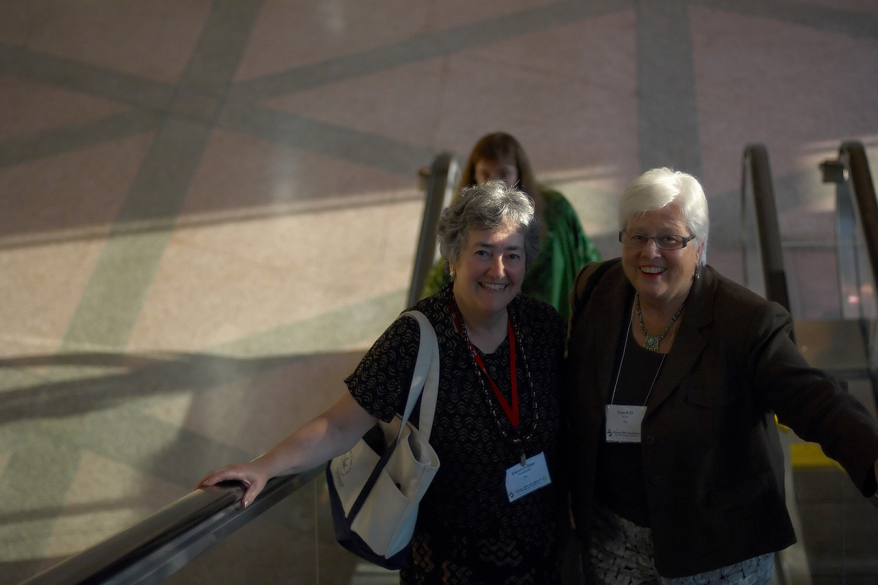 Gwendoline Thornblade and Carol Sykes at the 2006 SAA Conference