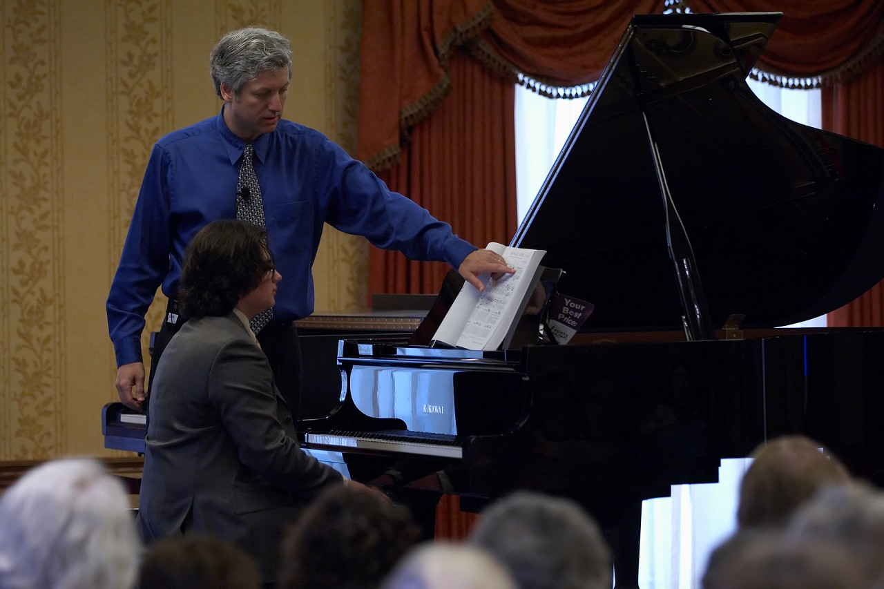 Brian Ganz gives a piano masterclass for Timothy Woos at the 2006 SAA Conference
