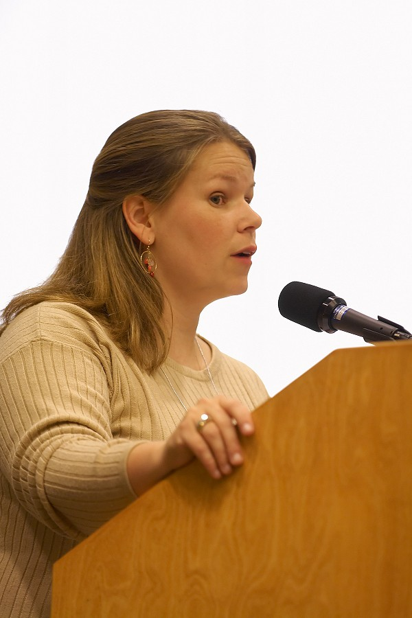 Sarah Bylander Montzka speaks at the 2006 SAA Conference