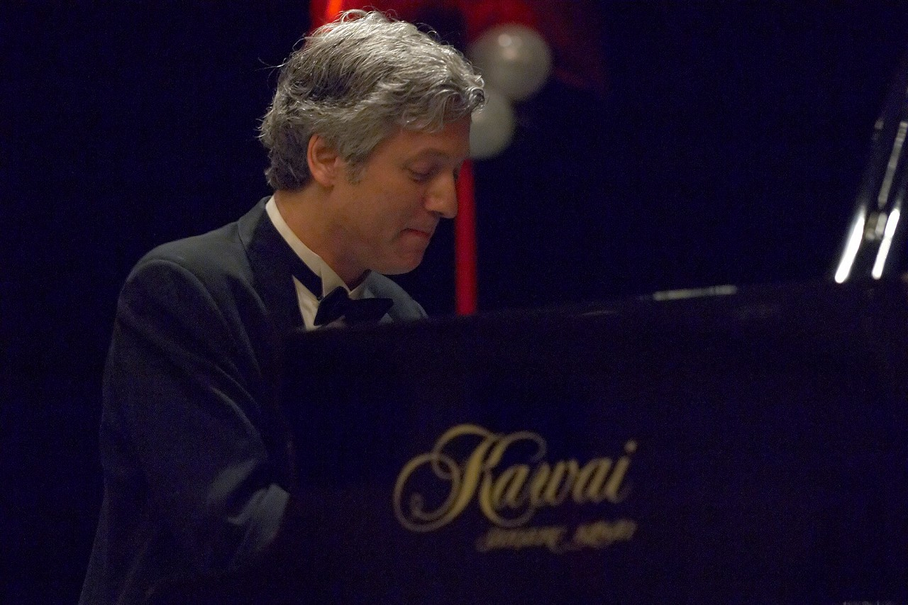 Brian Ganz performs in the Clinicians Gala Concert at the 2006 SAA Conference