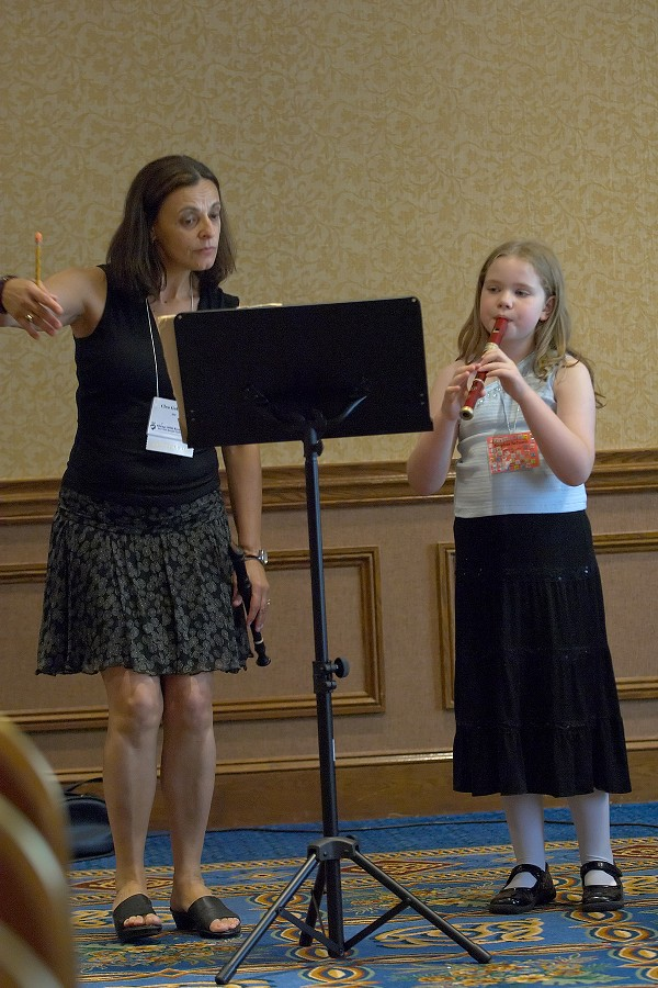 Clea Galhano coaches Sophia Schoen in the recorder masterclass at the 2006 SAA Conference