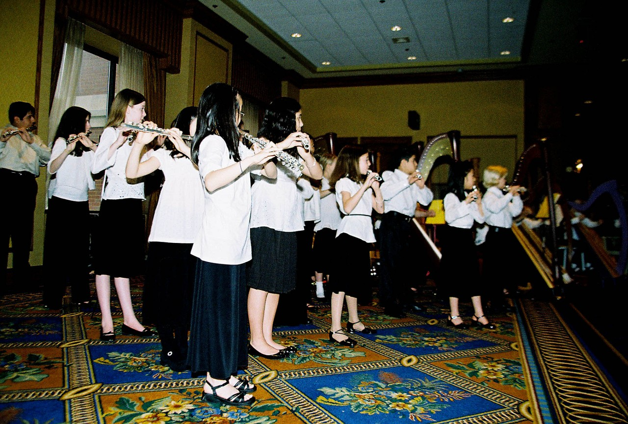 Suzuki flute and harp choir performance.