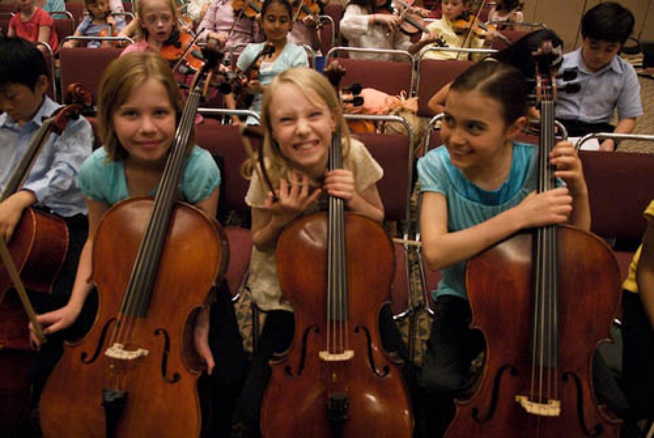 Young SYOA cellists have a laugh at the 2008 SAA Conference