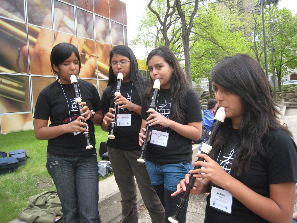 Peruvian recorder students Andrea Catacora, Andrea Nicole León, María Alejandra Nieto, and Andrea Solis at the 2008 SAA Conference