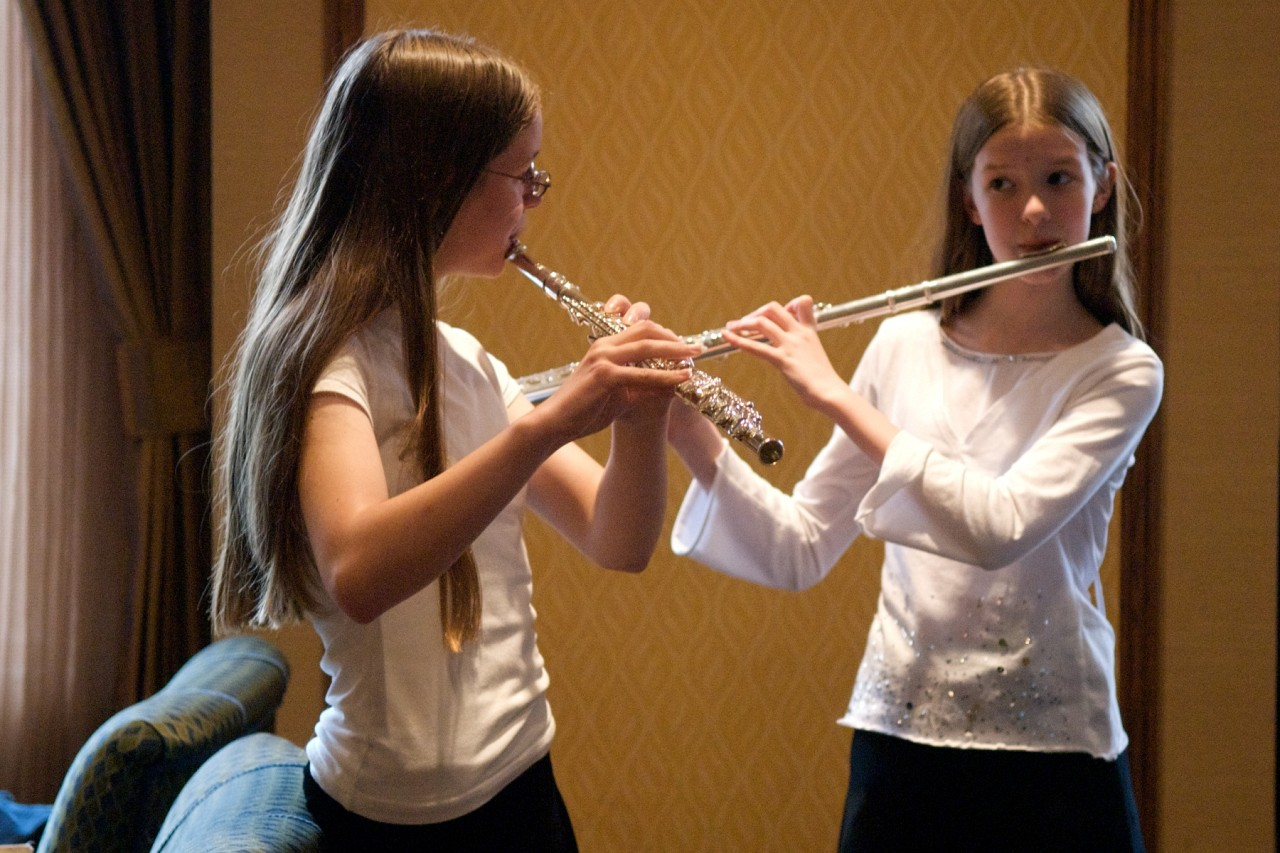 Suzuki flute students practice at the 2008 SAA Conference