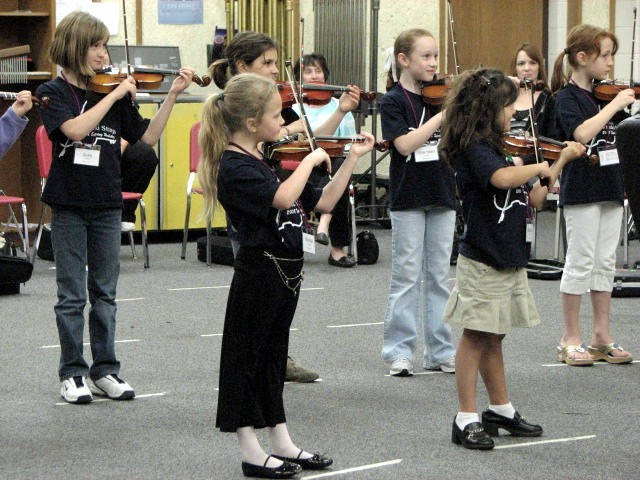 Violin group class at Greenville Suzuki Strings Wokshop