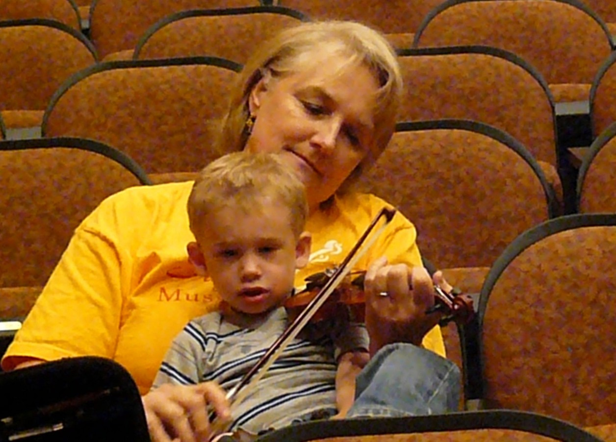 Violin practice at Suzuki Music Columbus Summer Institute