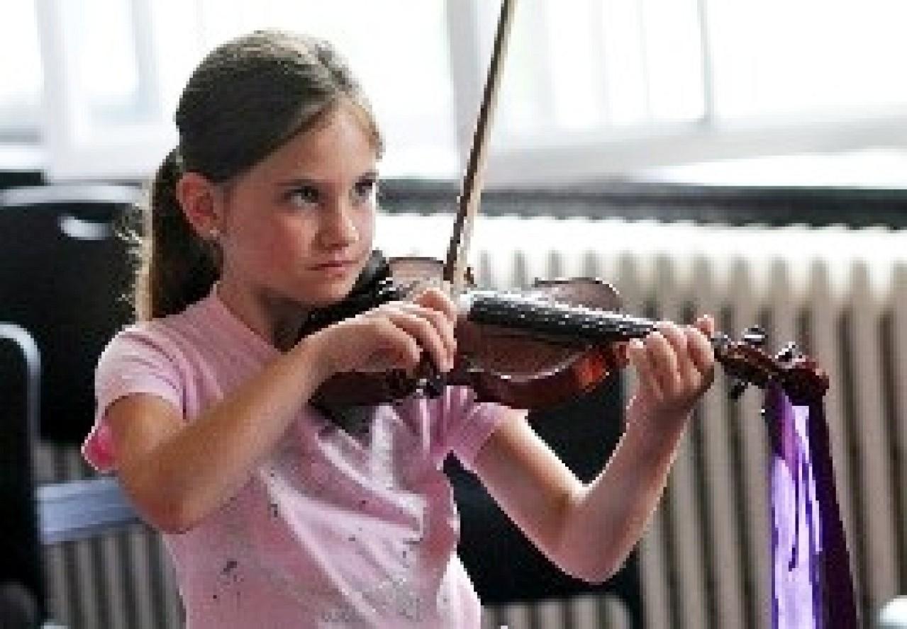 Violin student at Institut Suzuki Montréal