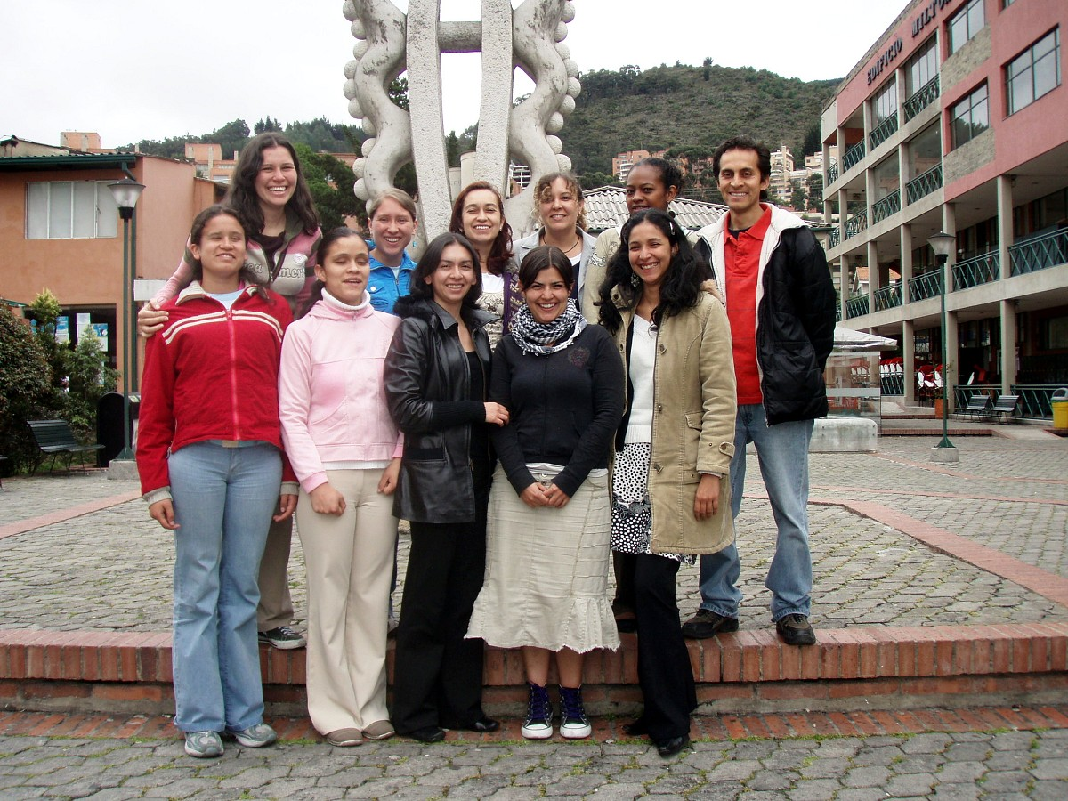 Kelly Williamson and teacher participants at the Bogota Suzuki Festival in June, 2008.