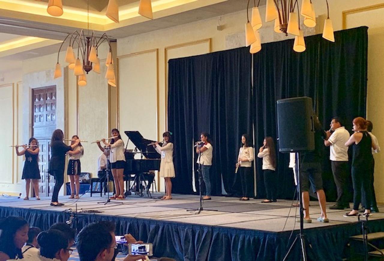 Flute students in Cancun—Suzukiada