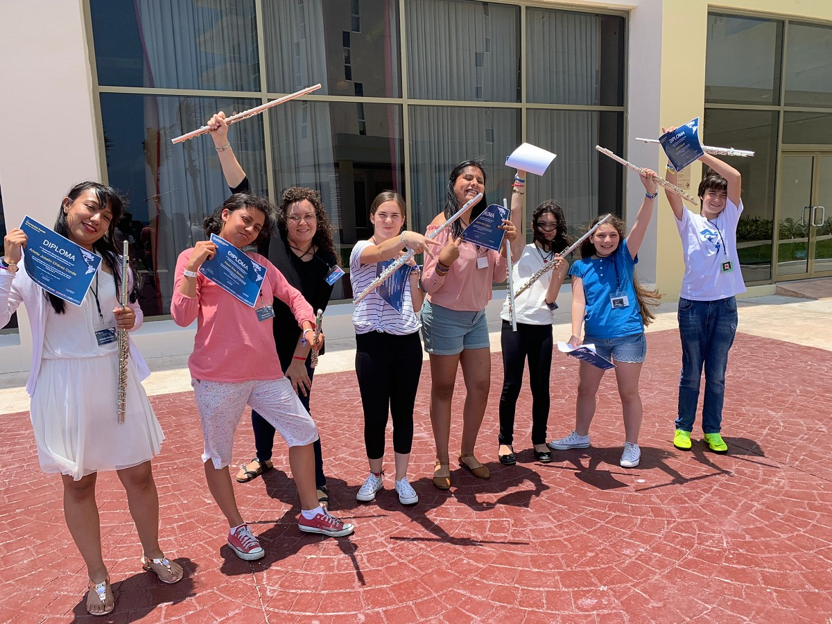 Flute students in Cancun—group