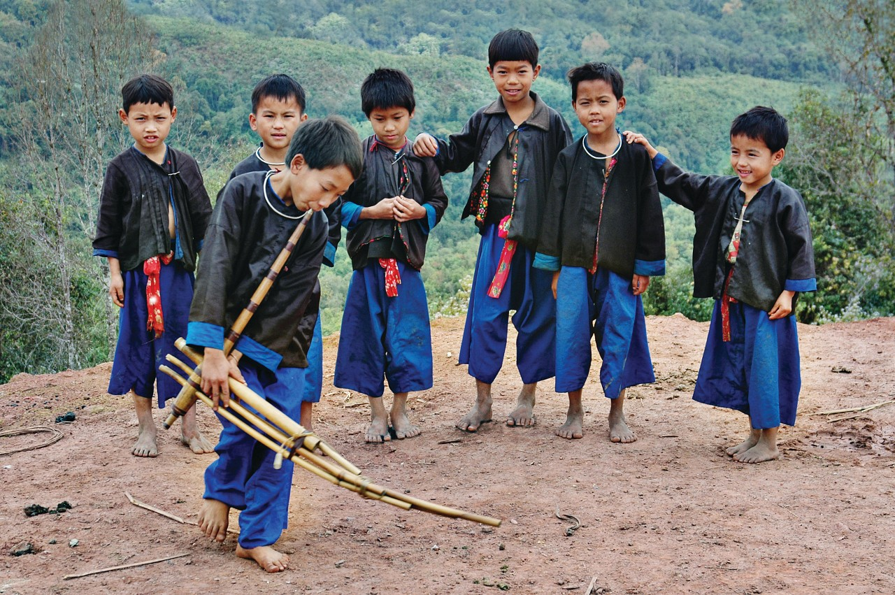 Hmong Tsai Boys, New Year Festival, playing the Gheng, Phongsali, Laos, 2005