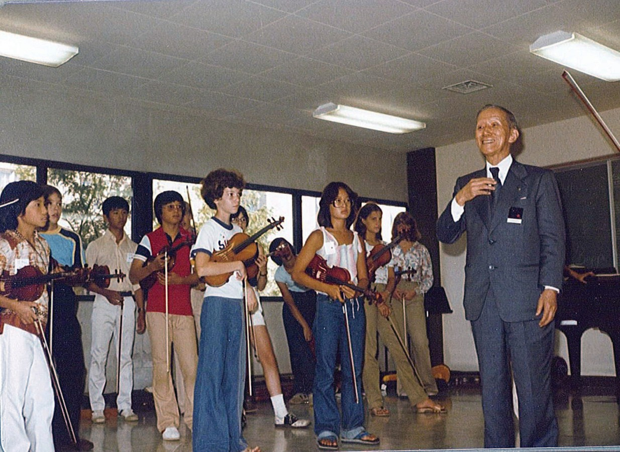 Dr. Shinichi Suzuki with Students in 1978