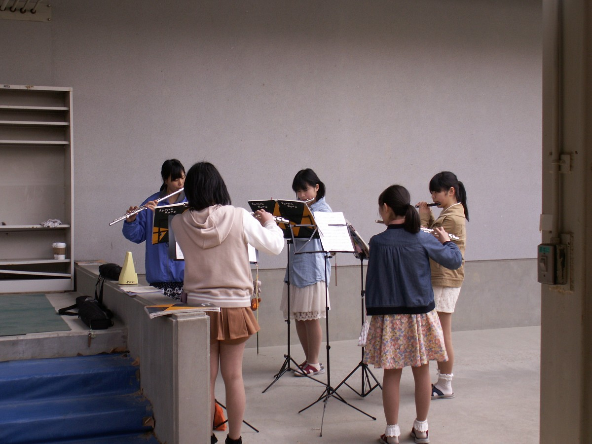 Flute players between classes.