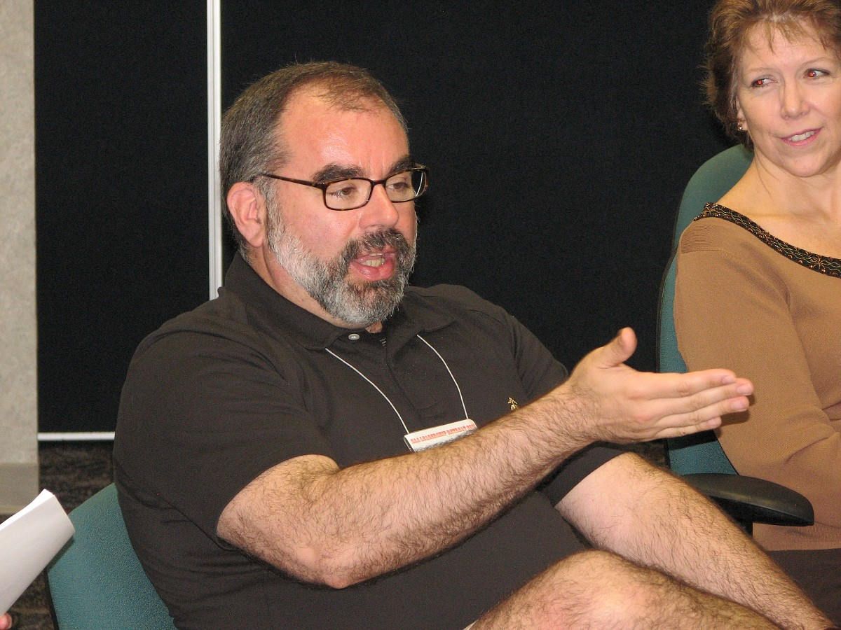 Mark Mutter and Ronda Cole participate in a discussion at the 2011 Leadership Retreat