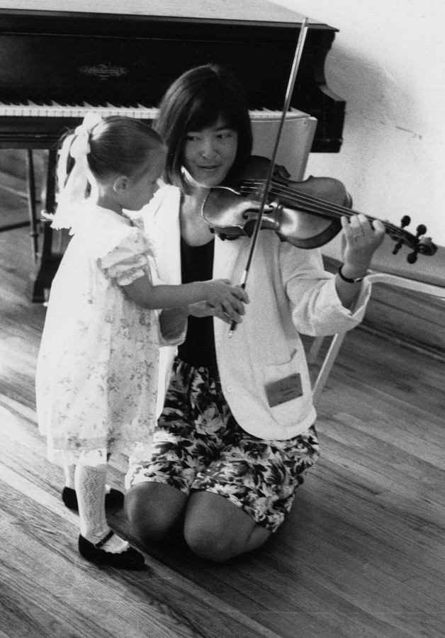 Michele George teaching violin, 1989