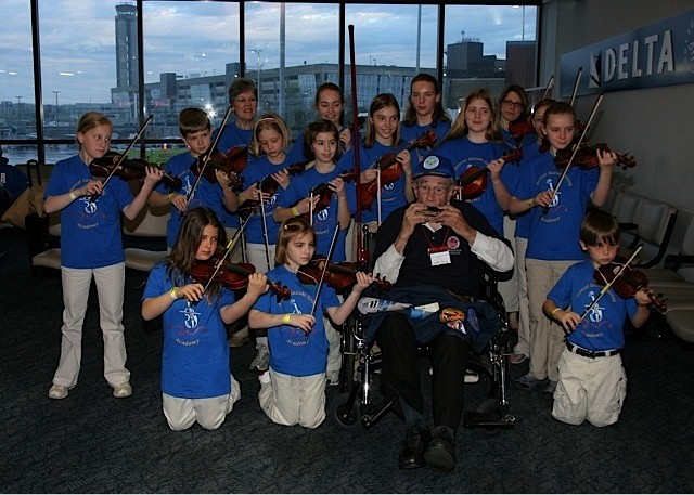 Students perform with veteran Walter Roob