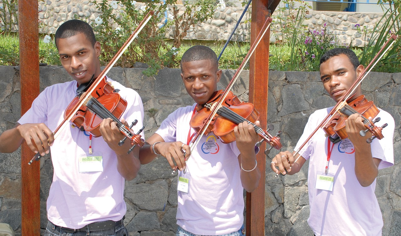 Violists from Esmeraldas, Ecuador, at the Peru Festival