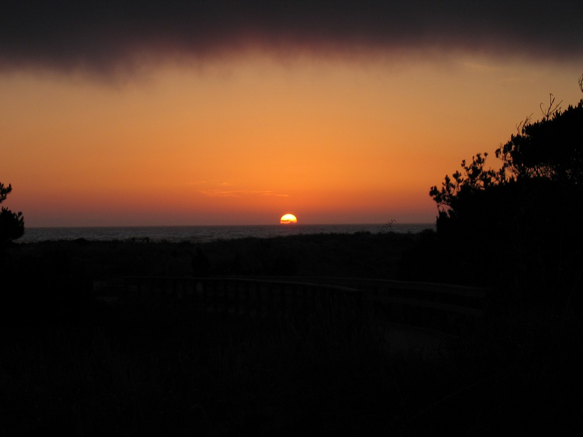 A beautiful sunset over the Pacific at the 2005 SAA Leadership Retreat at Asilomar in California.