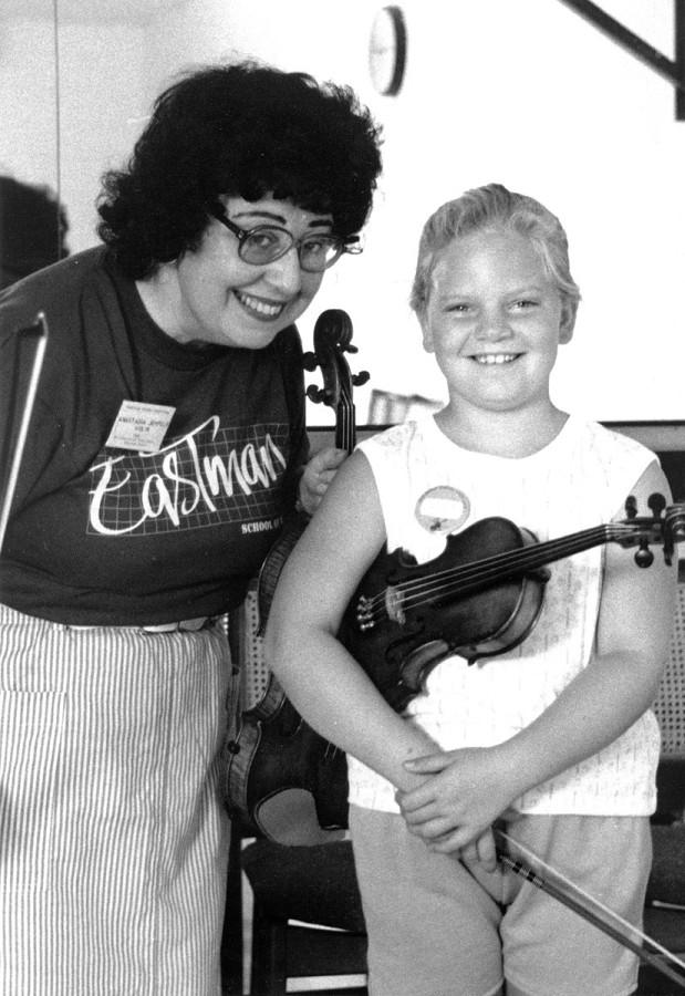 Anastasia Jempelis and violin student