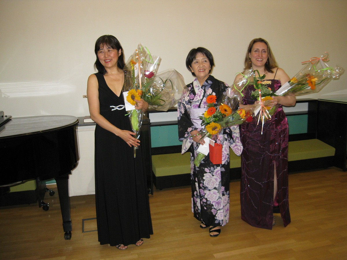 Lisa Batten Murray from USA with Eriko Shimada and Masayo Okano in Finland  June-July 2012