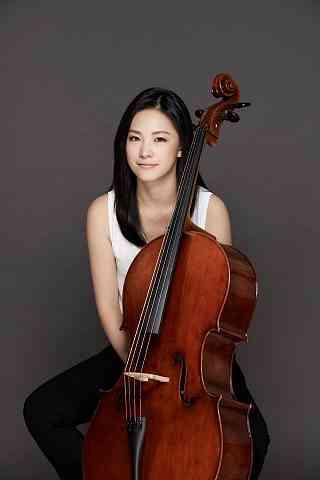 Cloudia Huang