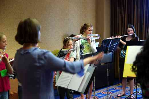 Sash Garver conducts a Flute Performing Ensemble rehearsal at the 2010 Conference