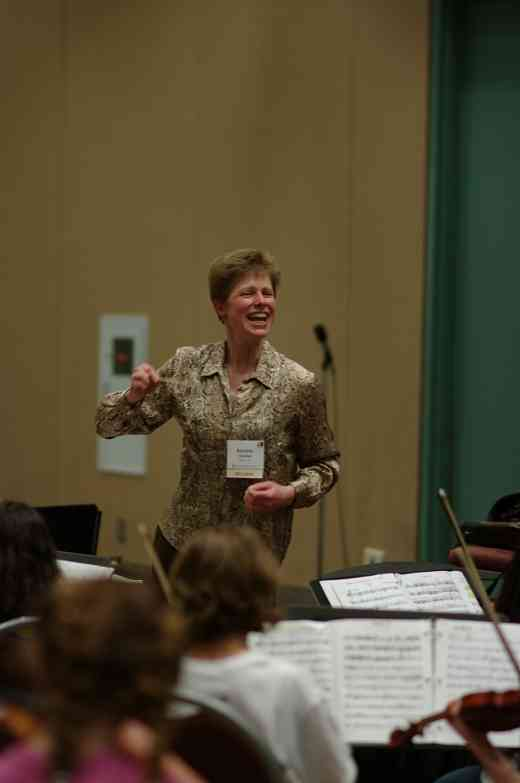 Kirsten Marshall conducts SYOA 2 rehearsal at the 2012 conference