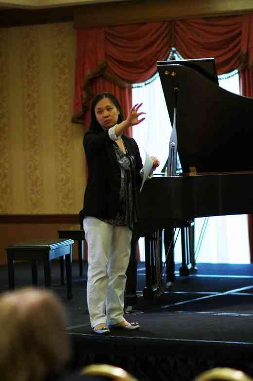 Chiing-ha Nam gives a piano session at the 2012 Conference