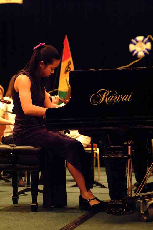 Concerto competition winner Amy Yang performs with the Suzuki Young Teachers Orchestra on Saturday night at the 2002 SAA Conference.