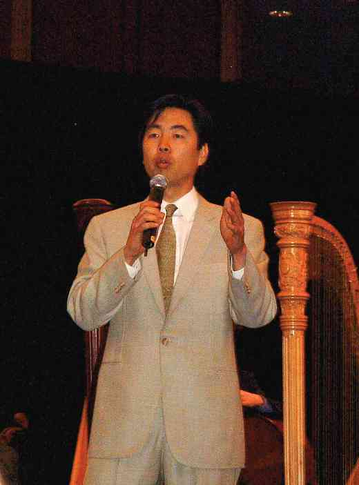Jung-Ho Pak speaks at the 2004 SAA Conference