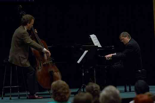 Peter Lloyd gives a recital with Roderick Kettlewell on piano at the 2006 SAA Conference