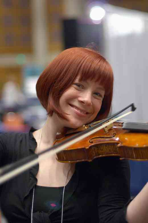 Violinist Wendy Tangen-Foster in the 2006 SAA Conference exhibits area