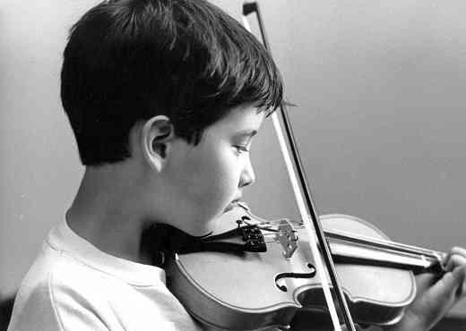 Violin student at Oregon Suzuki Institute