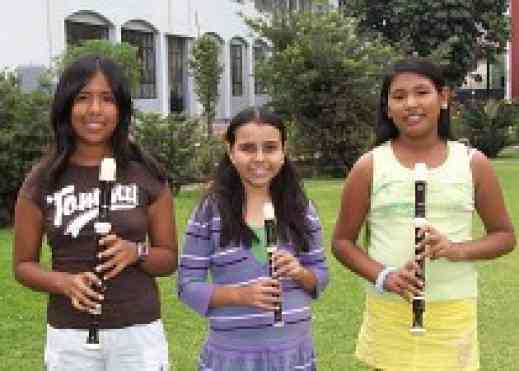Recorder students from Peru