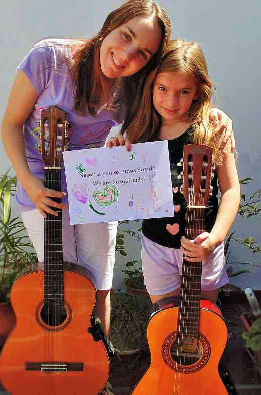 Nosotras somos niñas Suzuki  —Tía y sobrina, Manuela y Camila, de Argentina—We are Suzuki kids—Aunt and niece, Manuela and Camila from Argentina