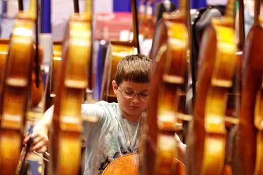 2016 Conference Cellist Among Vlns