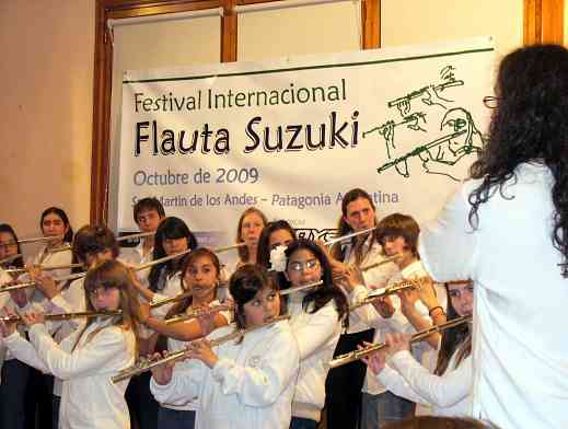Flute student choir conducted by Fernando Formigo