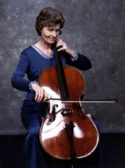 Gwen Runyon playing cello