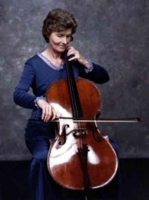 Gwen Runyon playing cello