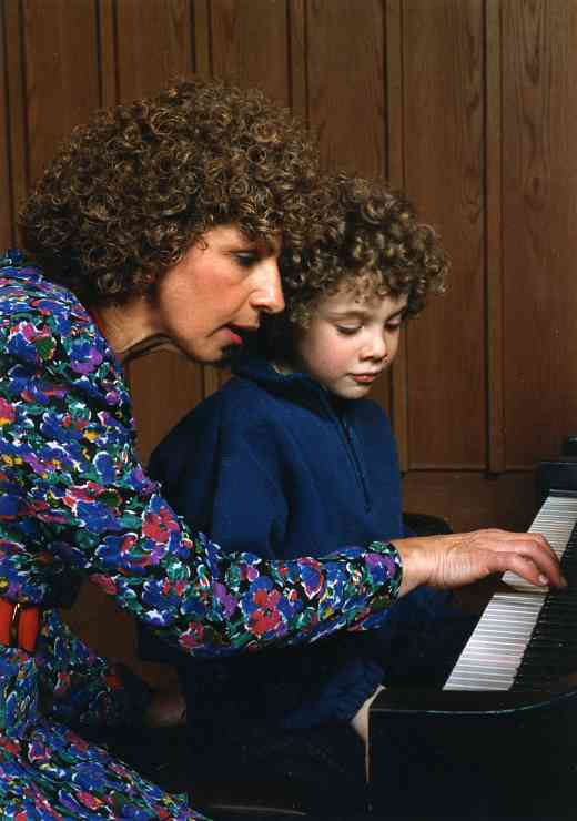 Nehama Patkin in a piano lesson