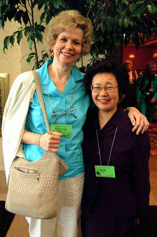 Mary Craig Powell and Yasuko Joichi at the 2001 SAA Leadership Retreat.