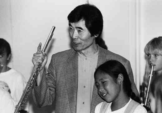Toshio Takahashi with Suzuki flute students