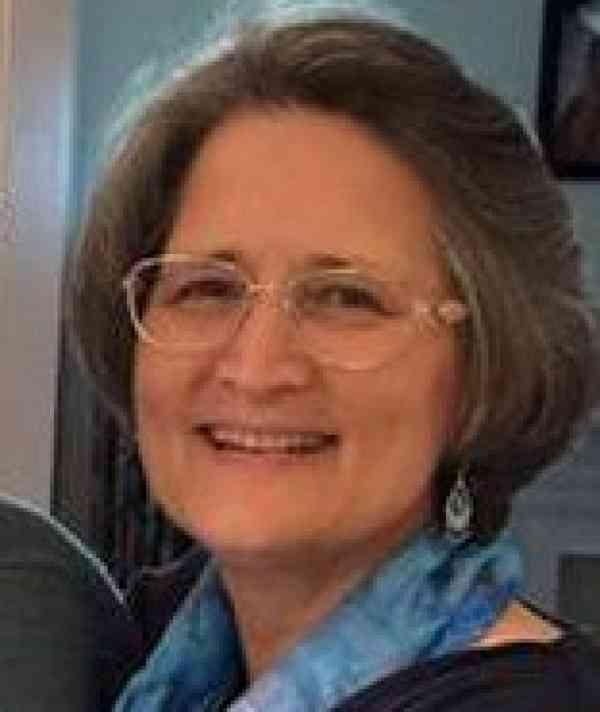 Suzanne Dicker